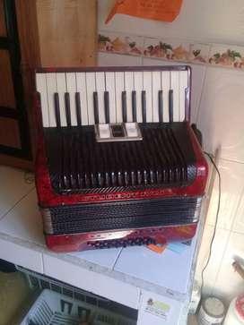 Vendo acordeon hohner 32 bajos