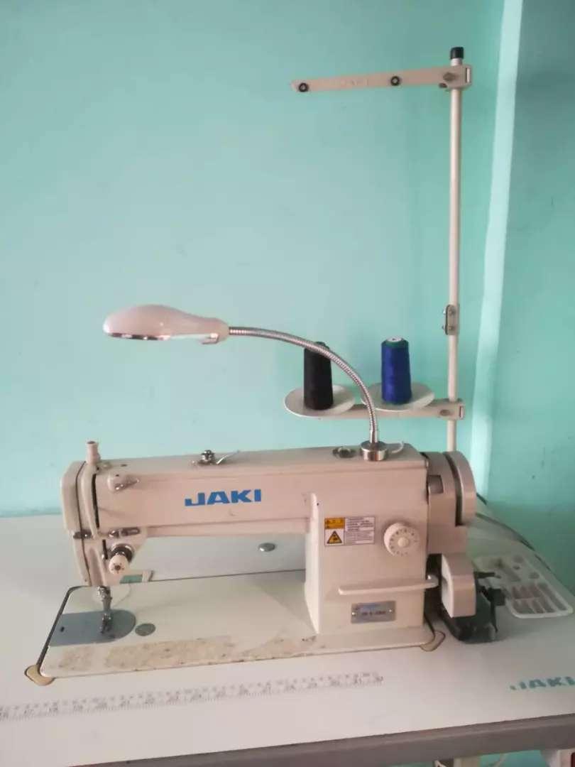 Vendo máquina plana industrial marca jaki 0