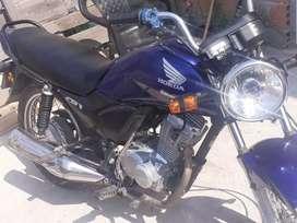 La moto está como se la ve. Interesado hablar al whatsapp más rápido le pasó foto