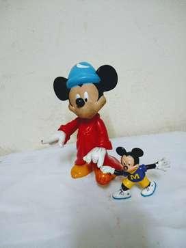 Mickey mago y mickey jugando futbol unico perfecto