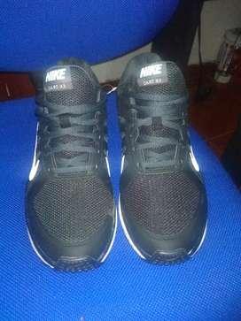 Vendo Zapatillas Nike negras Legítimas