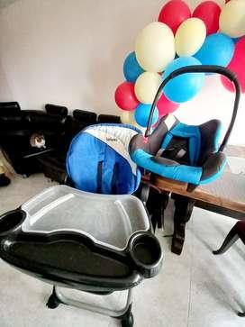 Gran combo comedor para bebe y silla para carro  (silla porta bebe)