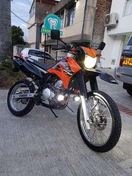 SOLO VENTA hermosa XTZ 250 Naranja