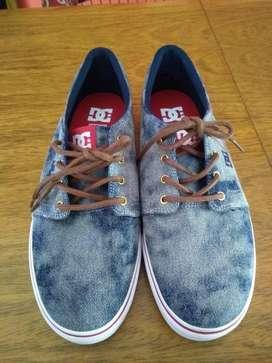 Zapatillas Marca DC Como Nuevas! de jean