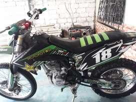 Vendo moto axxo zf 230 matriculado al dia 900 negosiable tiene algunos extras