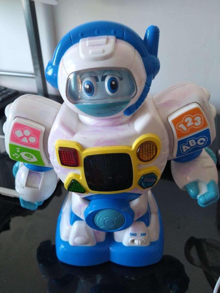 Robot Interactivo Bilingue 0