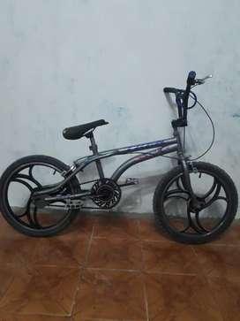 """Se vende bicicleta BMX en buen estado """"La libertad""""-Santa Elena"""