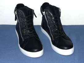 Botas negras en cuero