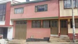 Vendo casa de 2 pisos en Tunja a 4 cuadras del centro historico. Ideal para vivir de la renta.