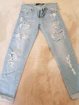Jean con rotura cuesta blanca