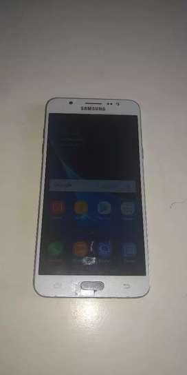 Vendo Samsung Galaxy J7 16 libre tiene unas liñitas