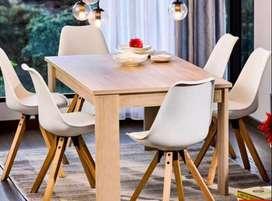 Mesa de comedor 4 puestos con sillas blancas