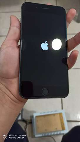 iPhone 8 plus  con cajeta ( gris )