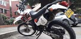 Vendo moto HONDA XL 200 en Cali papeles al dia