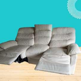 Mueble Sofá de 3 Puestos Reclinomático Eléctrico, Usado, en Buenas condiciones.