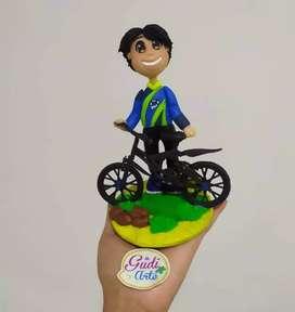 Figura niño con bicicleta