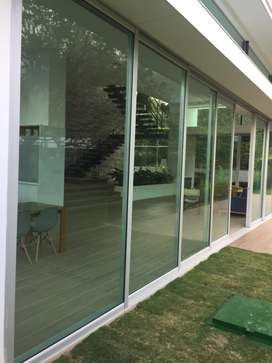 Aluminio vidrio acero