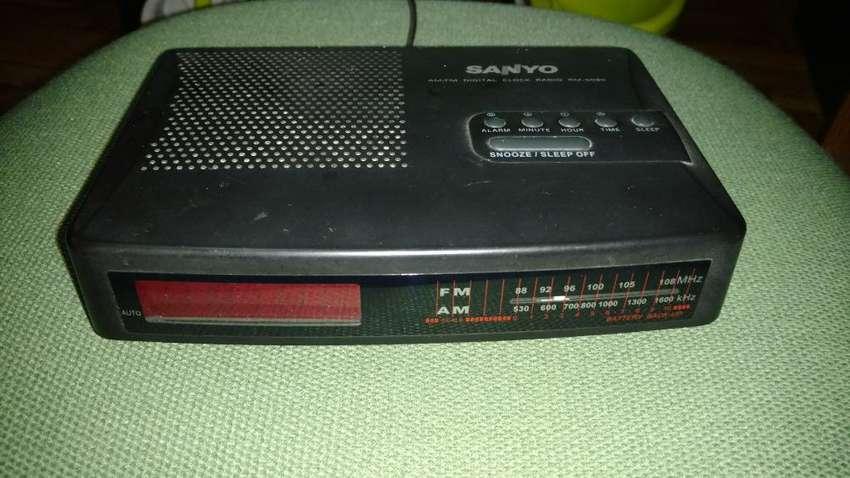 Radio Reloj Despertador Sanyo 0