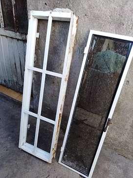 Vendo Rajas con reja y vidrio de 1m por 30cm