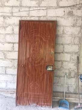 Se vende puerta metalica reforzada