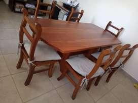 Mesa de roble con 6 sillas de algarrobo
