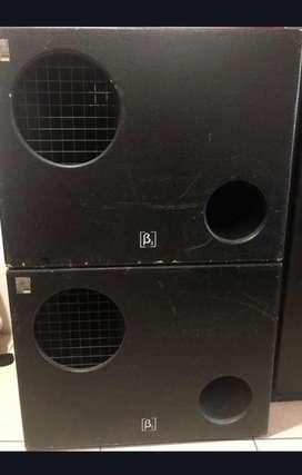 Consola Yamaha, monitor QSC K12, bajo Beta3