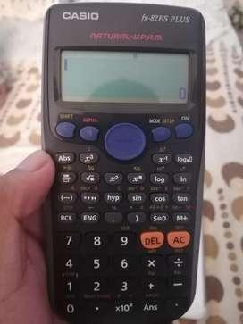 Calculadora Científica Casio Fx82es
