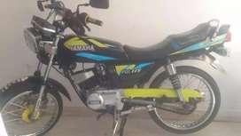 La moto esta en muy buenas condiciones con papeles hasta el mes 9