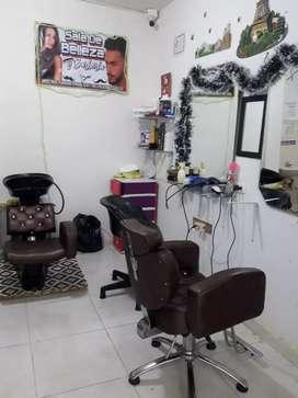 Se necesita barbero y estilista con experiencia