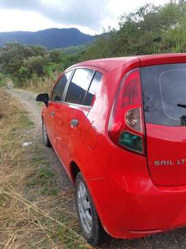 Se vende Chevrolet Sail Rojo 4 puertas 2014 mecánico 72.000 Km