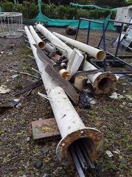 Tubos son para alumbrado público o soportes para lámparas o para antena de comunicación