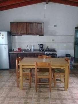 Casa para 4-5 personas, a ocho cuadras del rio, 500 mts del complejo deportivo Pavón, asador, casita de juego, directv