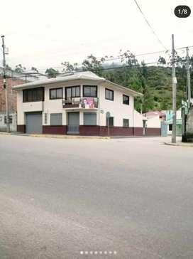 Casa comercial esquinera Cantón El Tambo