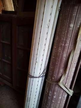 2 ventanas de cedro corredizas con sus 2 marcos 2 persianas  2 mosquiteros y sus 2 rejas..
