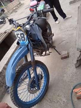 Se vende moto con matricula al dia en buenas condiciones llantas nuevas etc