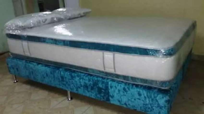 Colchón Pillow y base camas y dos almohadas