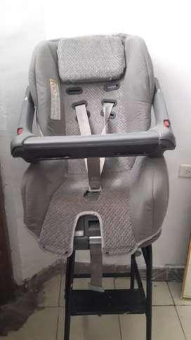 una linda silla para carro