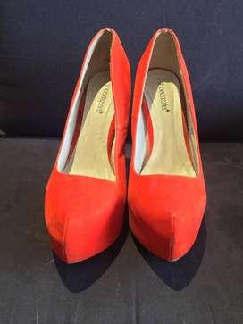 Tacones anaranjados talla 39