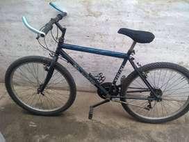 Vendo mountain bike, usada, rodado 26, 18 velocidades.