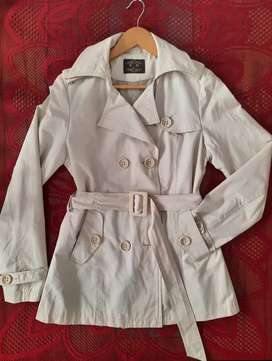 Impecable. Trench beige p/Mujer T.M