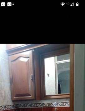 Se vende mueble con espejo para el baño
