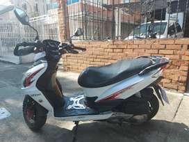Vendo moto automatica 2015