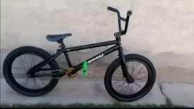 Bicicleta BMX Profecional marca mammoth