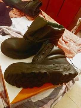 Vendo botines punta d acero  nuevos num.41