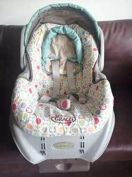 Silla marca graco de bebé para el carro 2 en 1