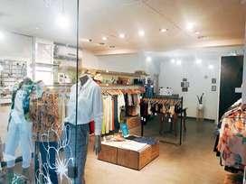 Gran oportunidad, se vende fondo de comercio de local de indumentaria femenina. Excelente ubicación,  en Nueva Córdoba.