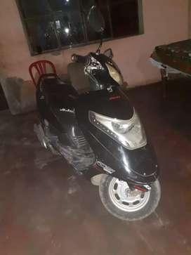 Vendo moto scooter paradita y motor en buen estado