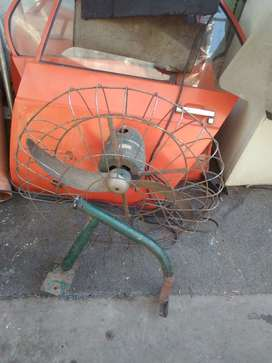 antiguo ventilador industrial de pared muy pero muy potente