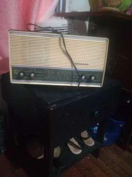 Vendo antiguo radio de tubos exterior en perfecto estado interior tiene todo pero Ai q repararlo