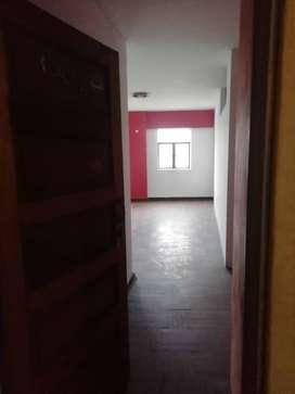 Cómodos Bloque de 2 Departamentos en el Centro de Lima de 93m2 4to Piso